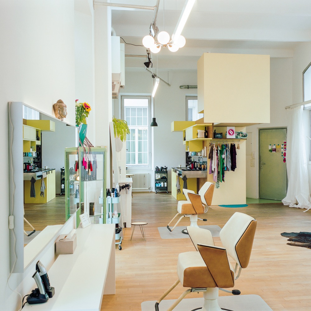 Schminks Hairstyling Make-Up Wien Innenraum