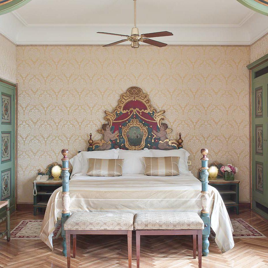 La Gavina Luxushotel am Meer Spanien großes Bett