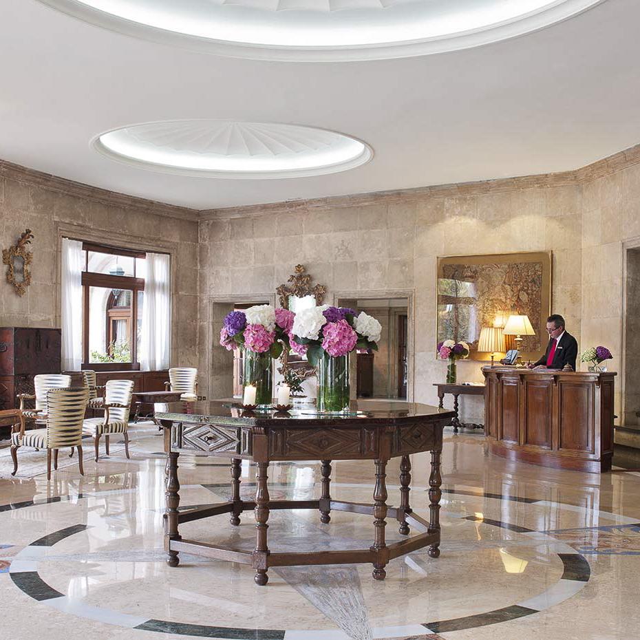 La Gavina Luxushotel am Meer Spanien Rezeption