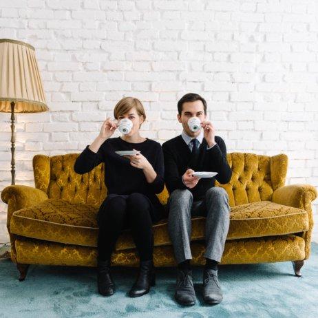 belle and sass Hochzeit Fotografie Sofa