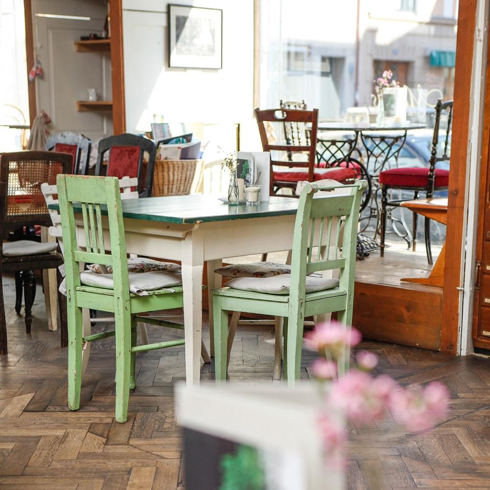 Cafe Marais München Tisch