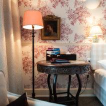 Hotel Kindli Zürich Nachttisch