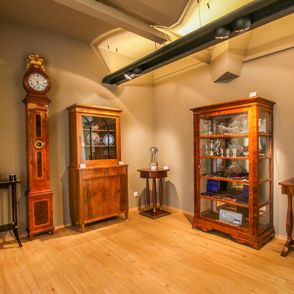 Auktioneum Auktionshaus Wien Vitrinen