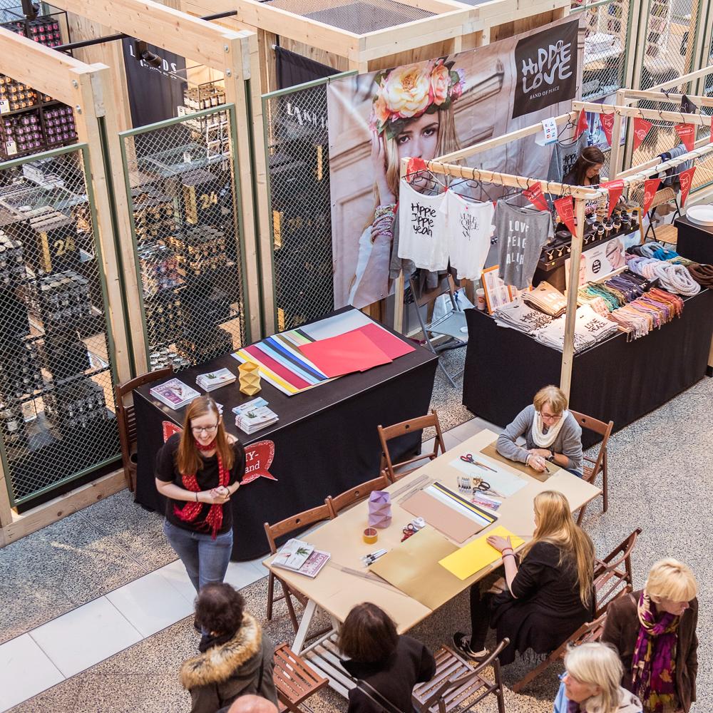 Bikini Berlin Weinachtsmarkt der Unikate Stände