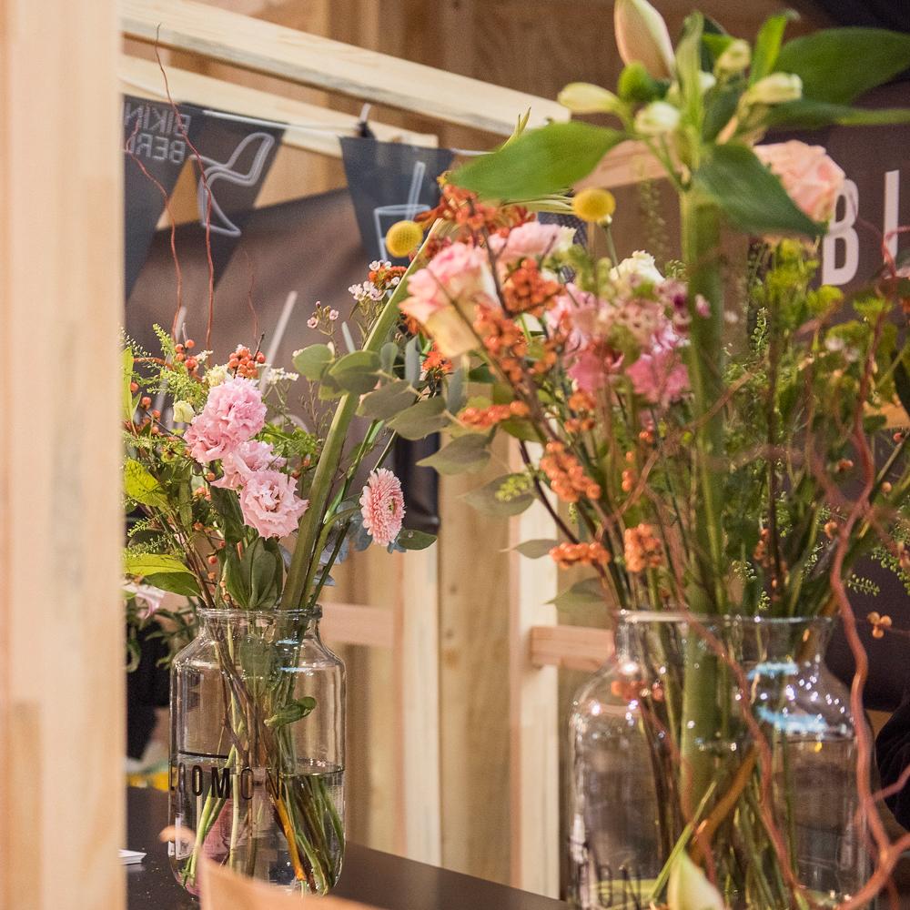 Bikini Berlin Weihnachtsmarkt der Unikate Blumen
