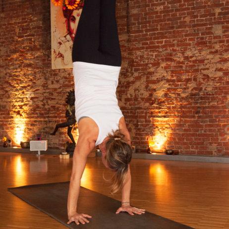 Yogaraum Hamburg Handstand