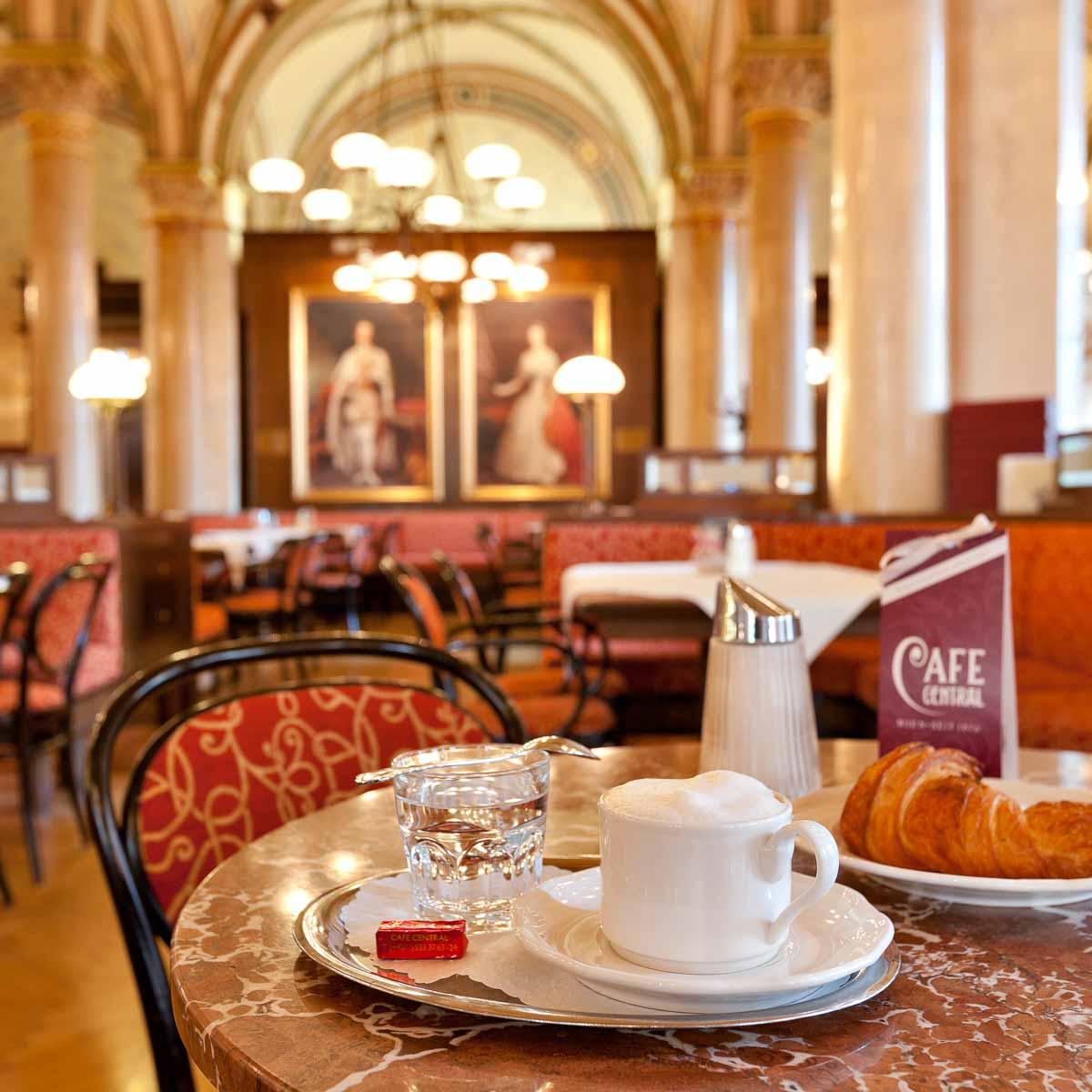 Café Central im Palais Ferstel in Wien-2