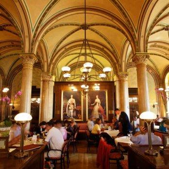 Café Central mit Sisi und Franz