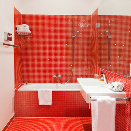 Altstadt Vienna Hotel Wien Badezimmer in Rot