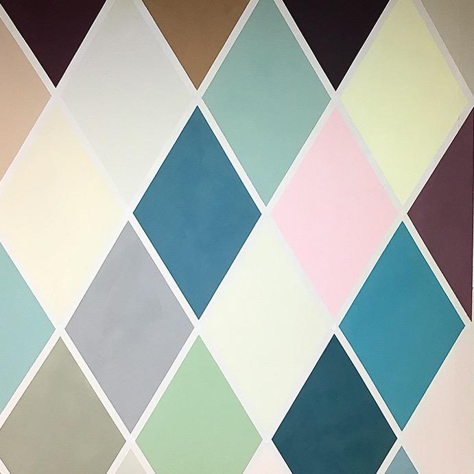 Charlotte Crome farbige Wandgestaltung Rauten