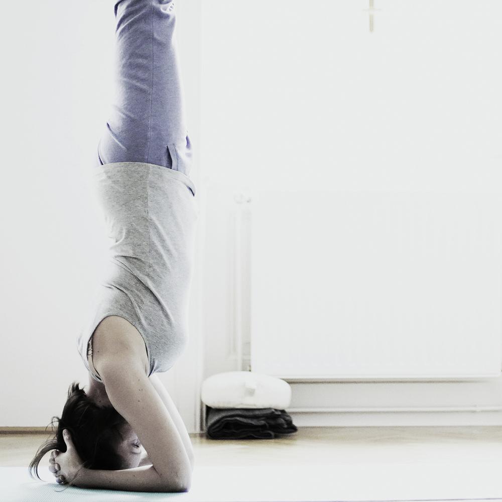 STUDIO ICH Yoga und Impuls-Strömen Kopfstand