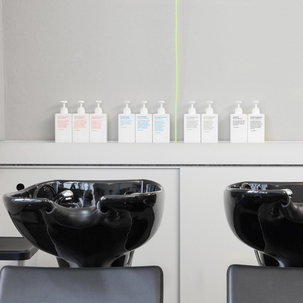 Brunette Friseur Berlin Kreuzberg Waschbecken und Produkte