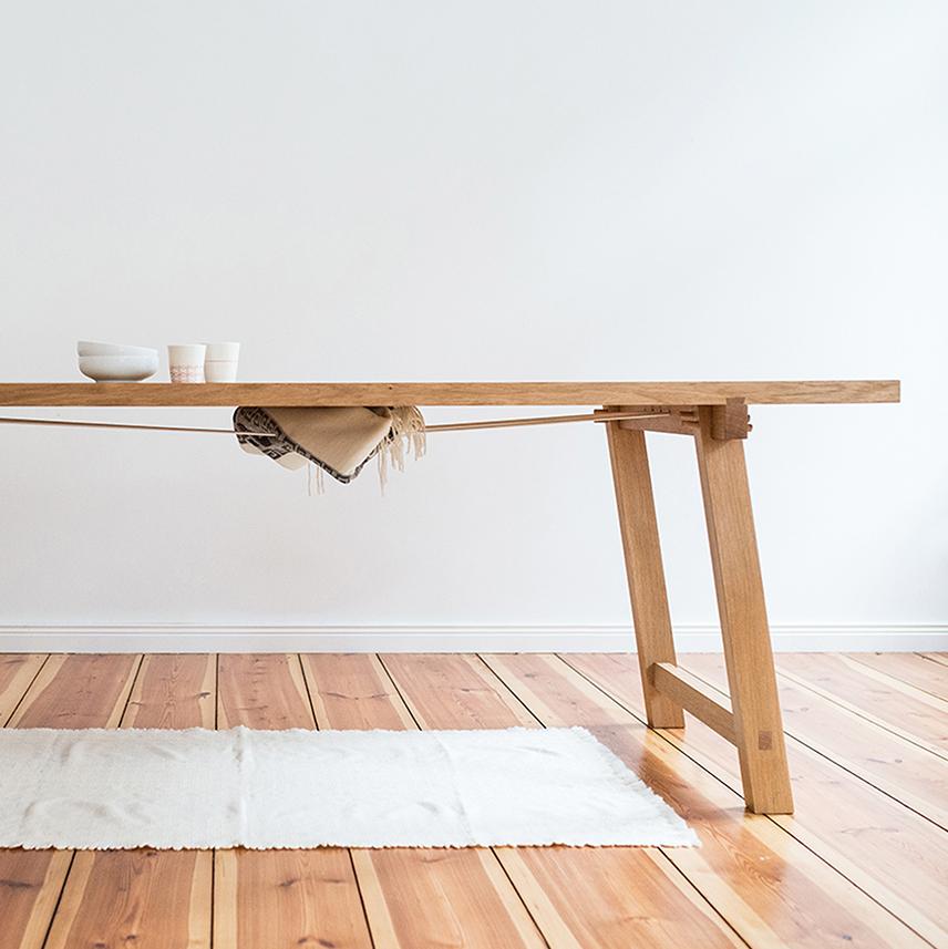 Carolin Zeyher El Caballito Esstisch aus Holz