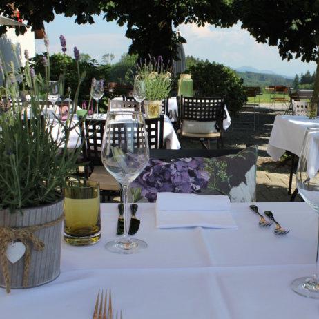 Restaurant Zürich First Tisch Außenbereich