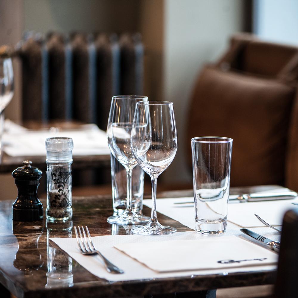 Commercio Zürich Restaurant Tisch