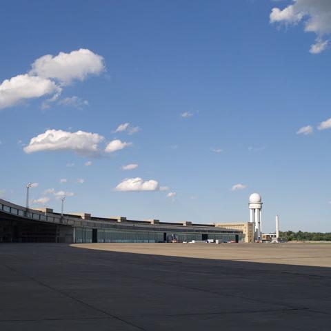 Flughafen Tempelhof Berlin AnneLiWest Hangar