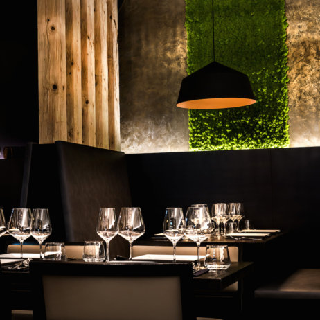 Mun Restaurant und Bar - Holz und Moos als Interior Design Elemente