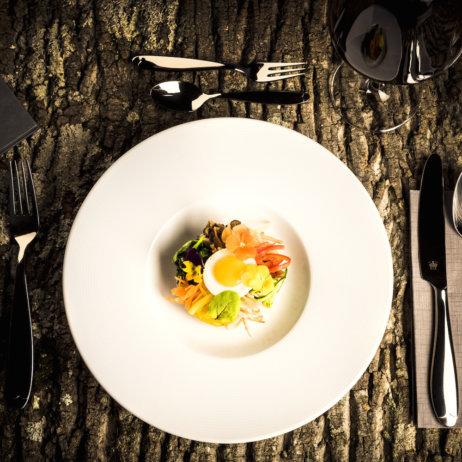 Mun Restaurant und Bar - Vorspeise mit essbaren Blüten