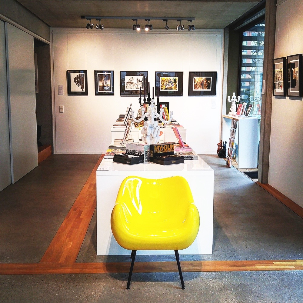 Notre Gout Art Concept Store Berlin Mitte Sessel
