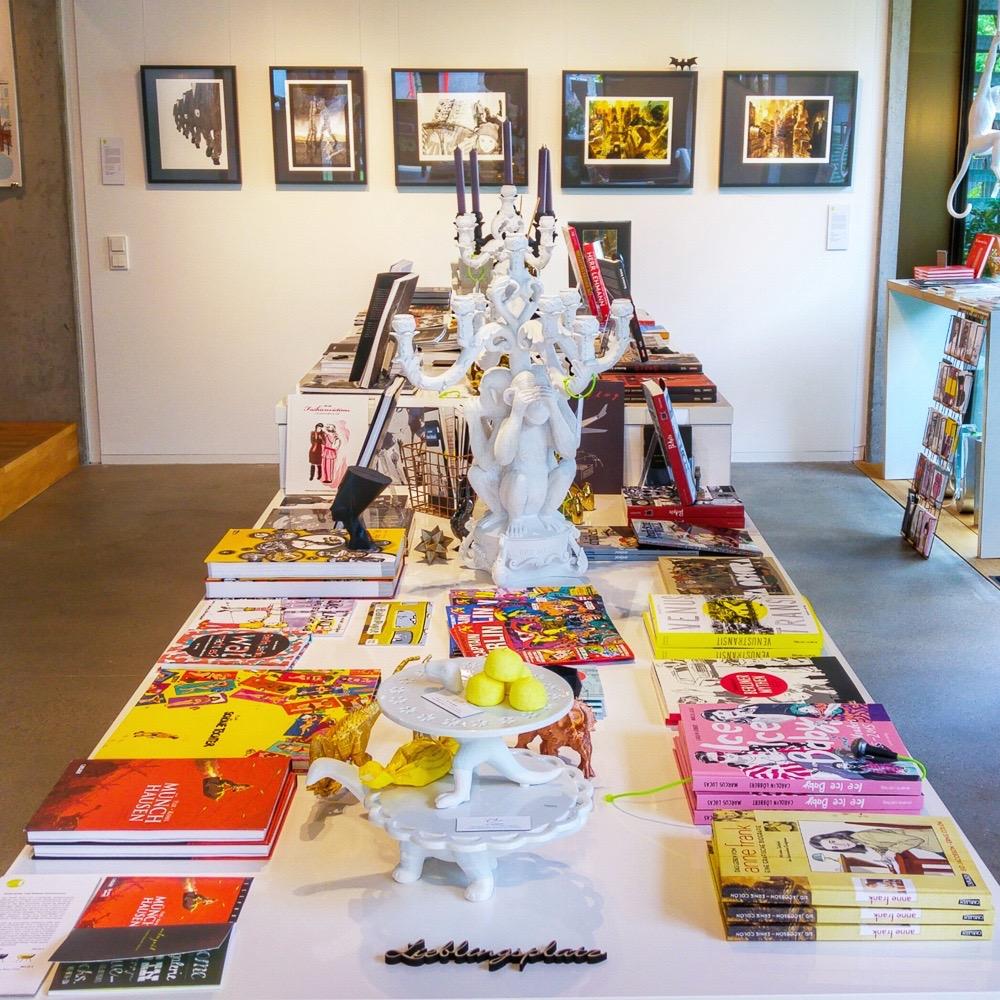 Notre Gout Art Concept Store Berlin Mitte Graphic Novels