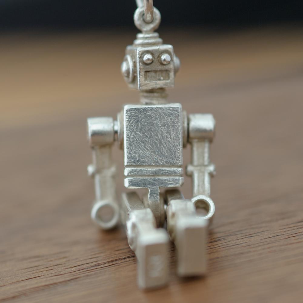 Runde Ringe München - Handgefertigter Roboter Anhänger