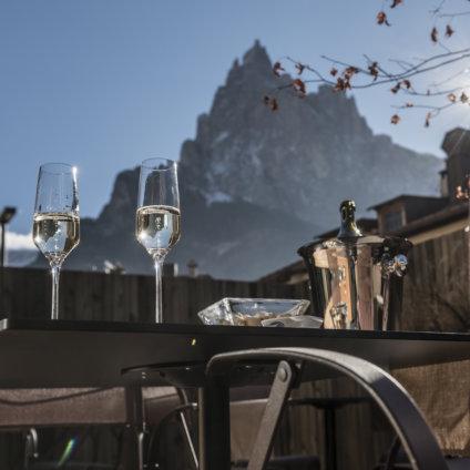 Paula Wiesinger Apartments Südtirol Aperitif mit Panoramablick
