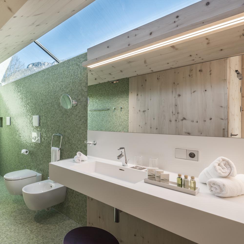Paula Wiesinger Apartments Südtirol Bad mit Panoramafenster