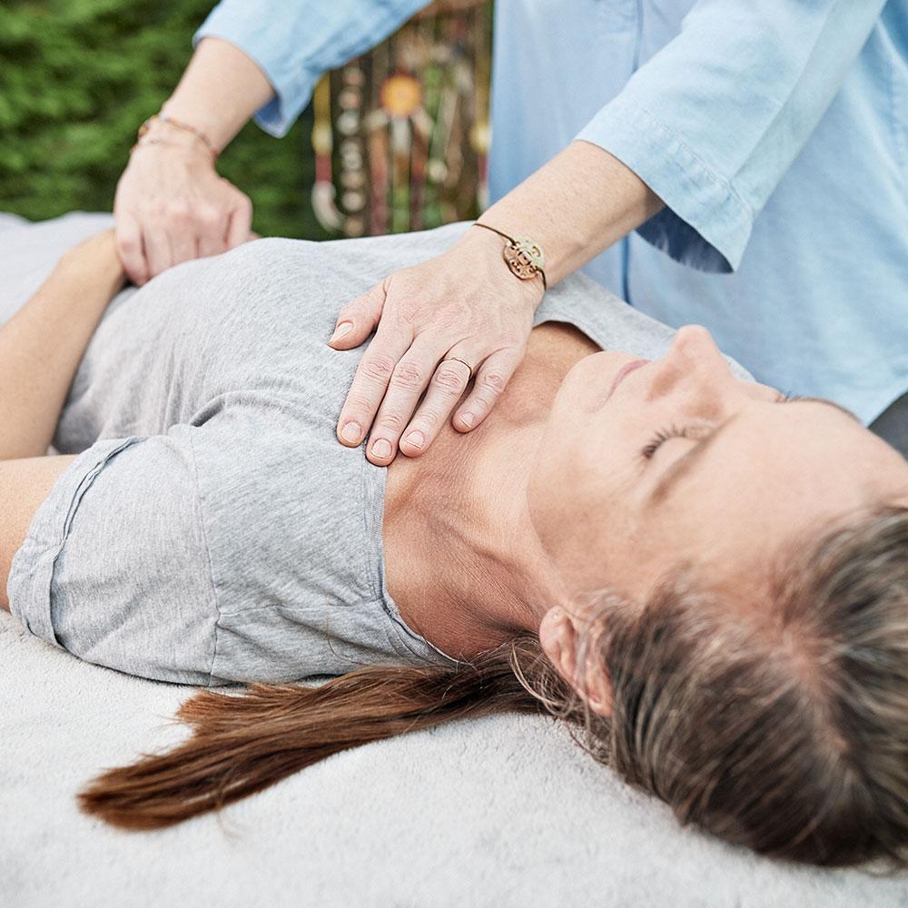 Strömen Impulsströmen Healing Touch Silvia Augustin Wien Brustkorb