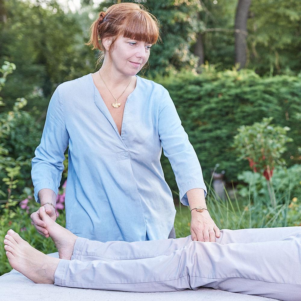 Strömen Impulsströmen Healing Touch Silvia Augustin Wien Beine