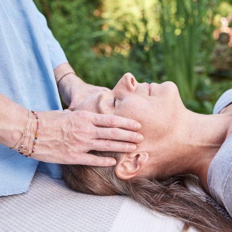 Strömen Impulsströmen Healing Touch Silvia Augustin Wien Kopf
