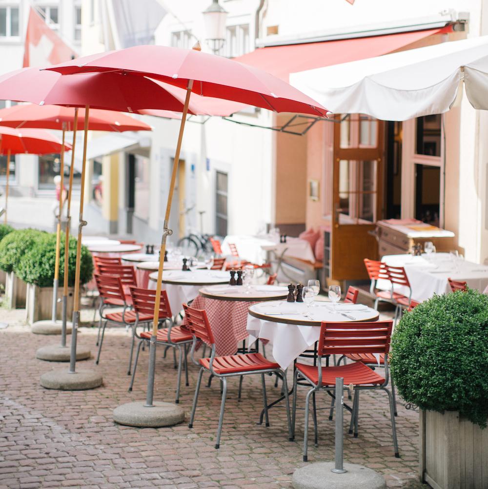 Lumiere französisches Restaurant Zürich Tische draußen