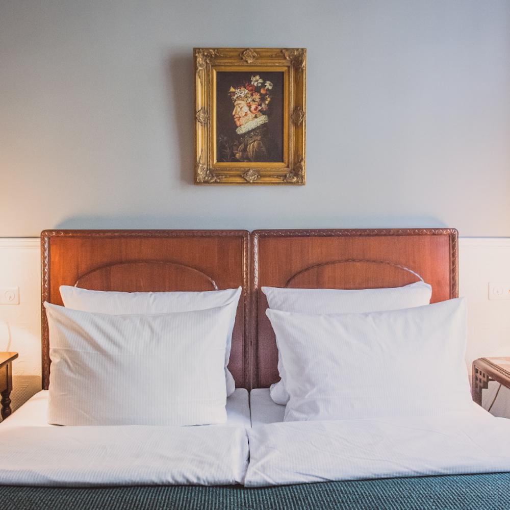 Hotel HENRI Berlin Doppelzimmer Antik Stil
