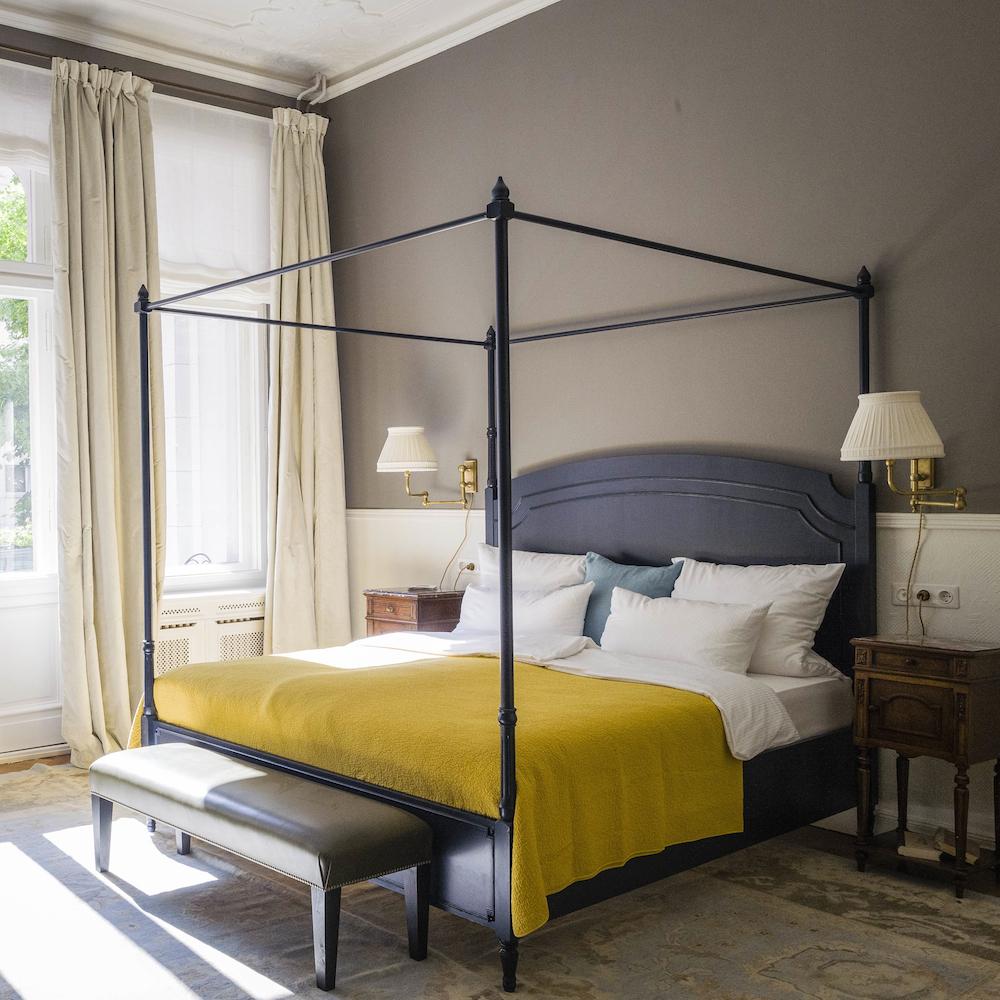Hotel HENRI Berlin Suite mit Himmelbett