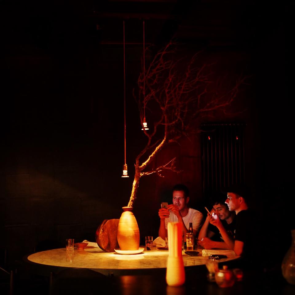 893 Ryotei Restaurant Bar Charlottenburg Tisch