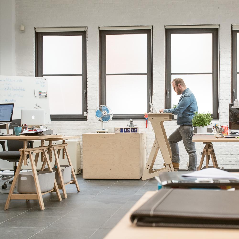 StandUp Nomad Stehpult von Jaswig im Büro