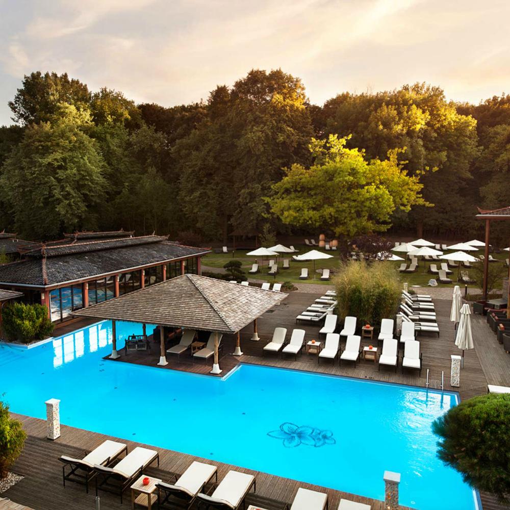Vabali Spa Berlin Sauna Außenbereich Pool
