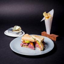 Freistoff 2017 Sardinen Toast mit Rinderpastrami und Chips