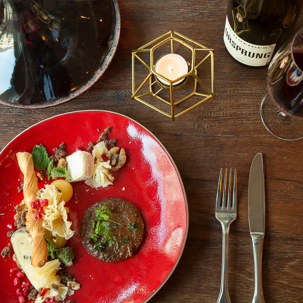 Restaurant Bricole Mitte Tisch