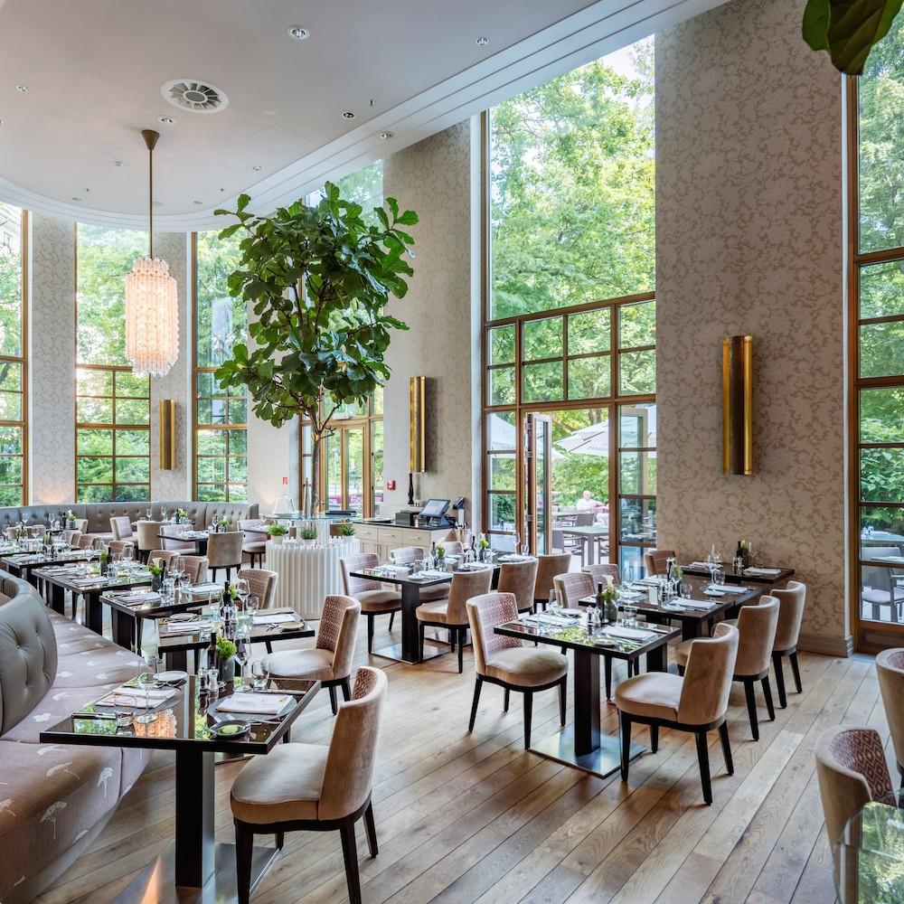 The Charles Hotel München_Sophia's Restaurat_Ausblick Alter Botanischer Garten