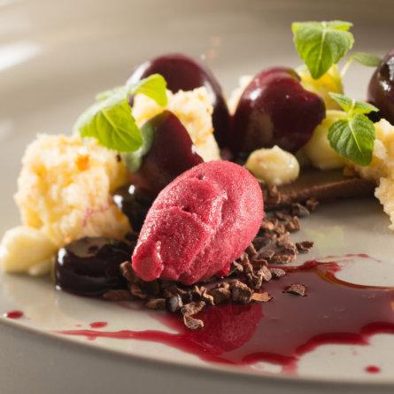 Tian München_Dessert mit Pflaumen und Schokolade