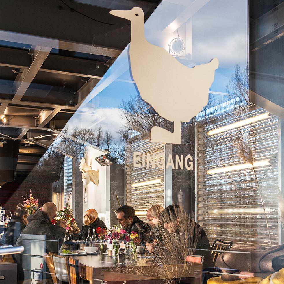 Café Entenwerder an der Elbe in Hamburg-4