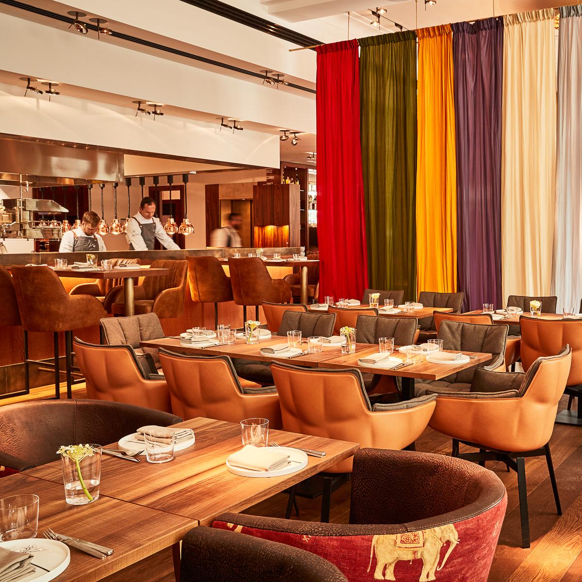 restaurant des hotel orania in kreuzberg berlin creme. Black Bedroom Furniture Sets. Home Design Ideas