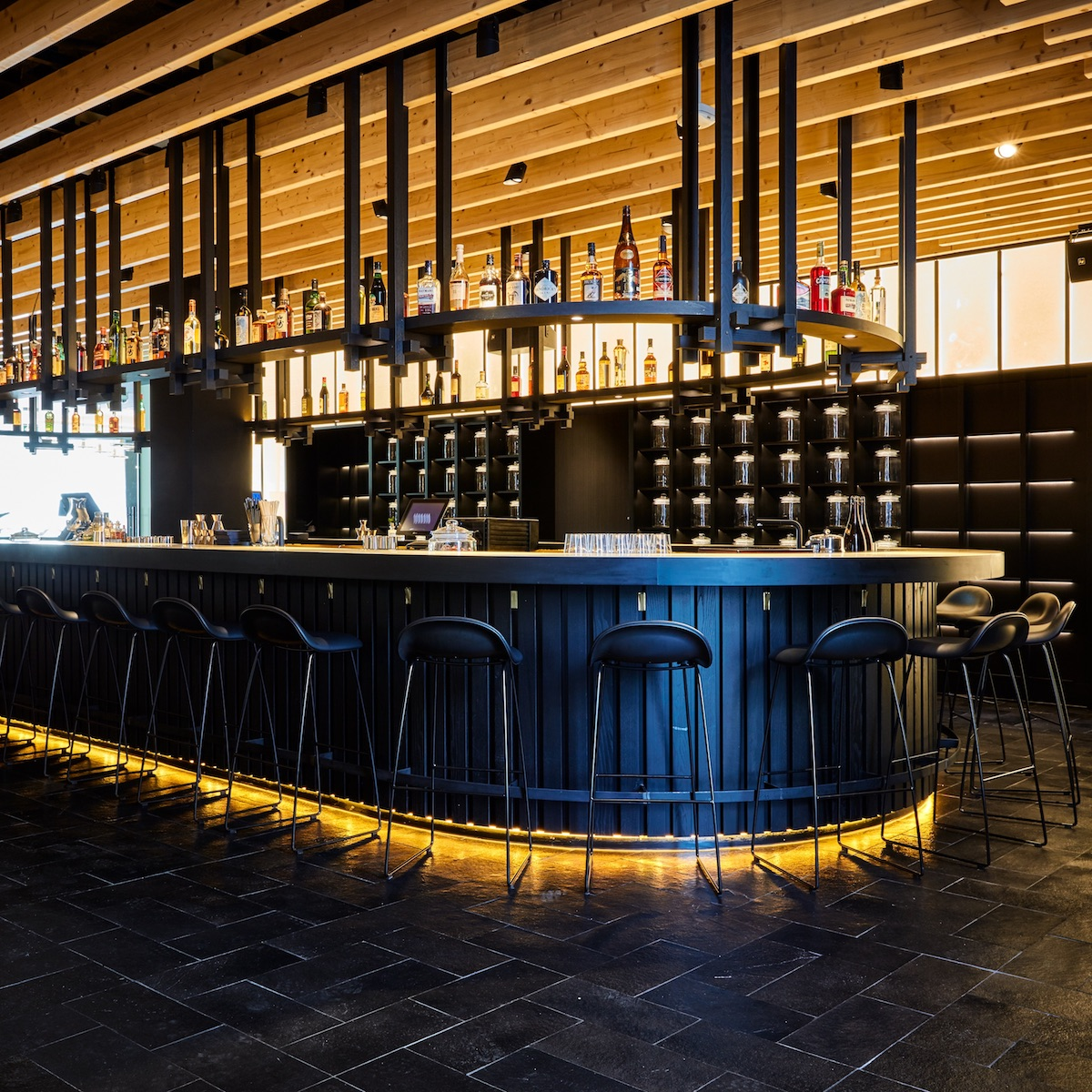 Izakaya München_360 Grad Bar und Zugang Hidden Room