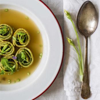 Bärlauch-Frittaten-Suppe - Die grüne Stadtküche