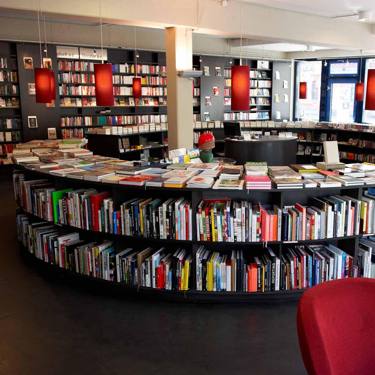 Cafe mit buchladen innendesign bilder  Cohen + Dobernigg Buchhandlung im Schanzenviertel - Hamburg | CREME ...