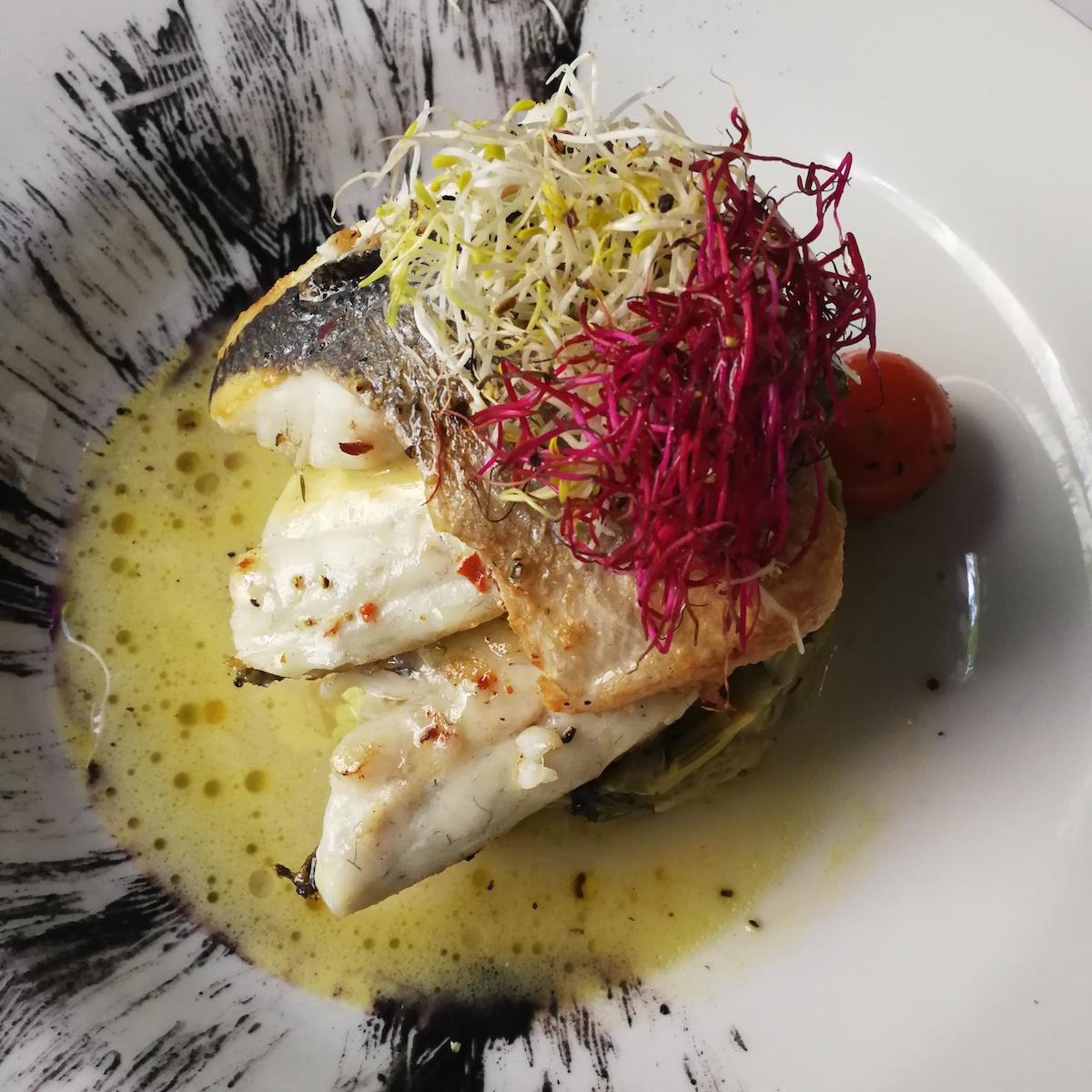 Griechisches Restaurant Ola Kala München Schwabing_Dorade auf Lauchgemüse