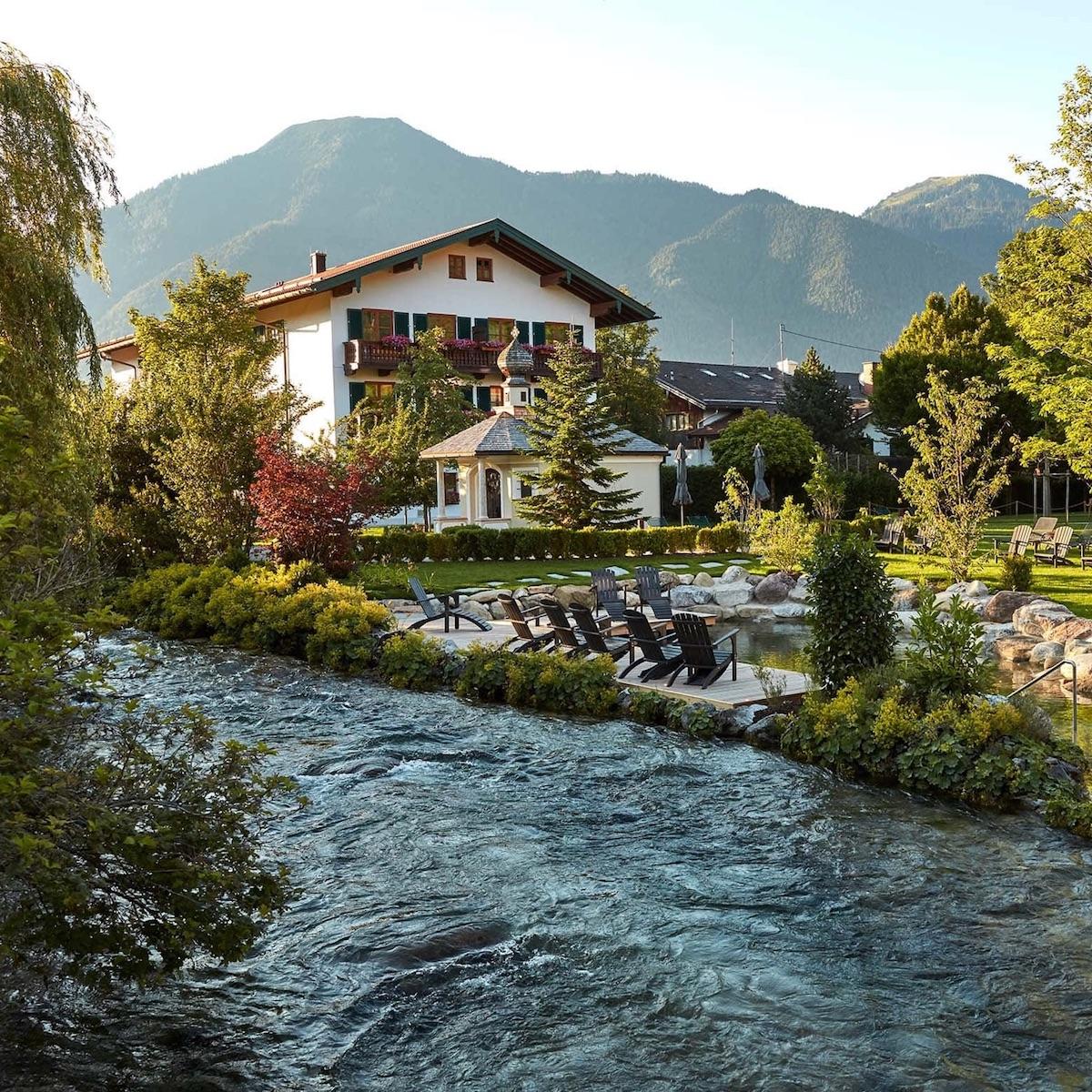 Wellnesshotel Bachmair Weissach am Tegernsee_Park und Aussenansicht