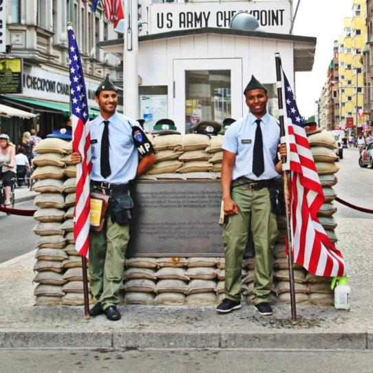 Checkpoint Charlie Berliner Mauer Sehenswürdigkeit Berlin