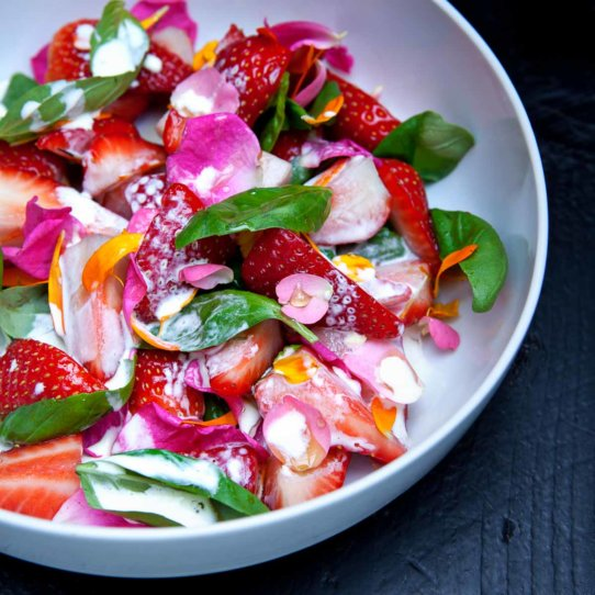 Erdbeeren und Blüten Rezept von Kille Enna