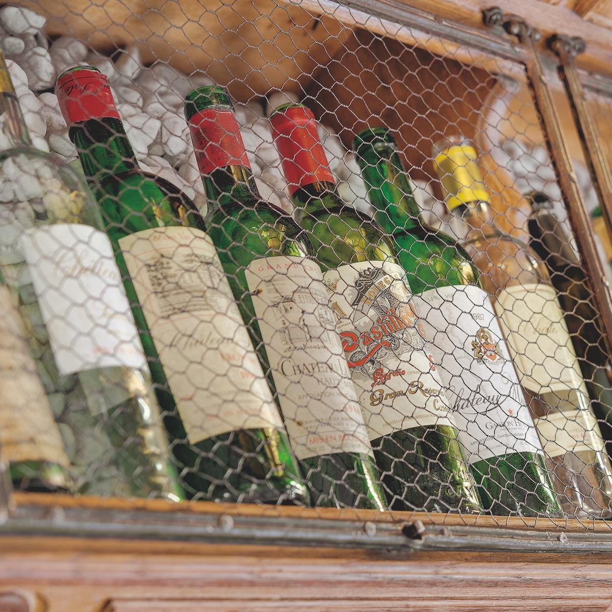 Vinothek by Geisel_Weinbar und Restaurant München Zentrum_Weinflaschen